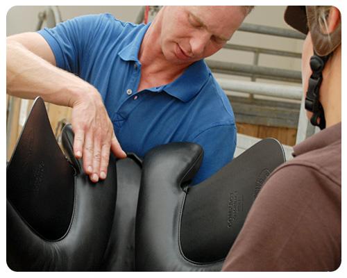 Der Sattel ist die wichtigste Verbindung zwischen Reiter und Pferd. Bild: fotohandwerk.de